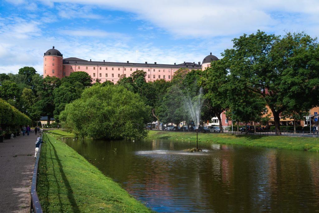 View of pond and Uppsala Castle. Photo.